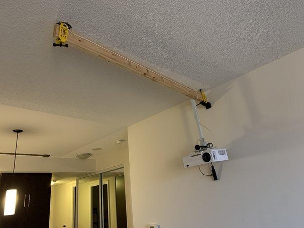 天井にプロジェクターを取付