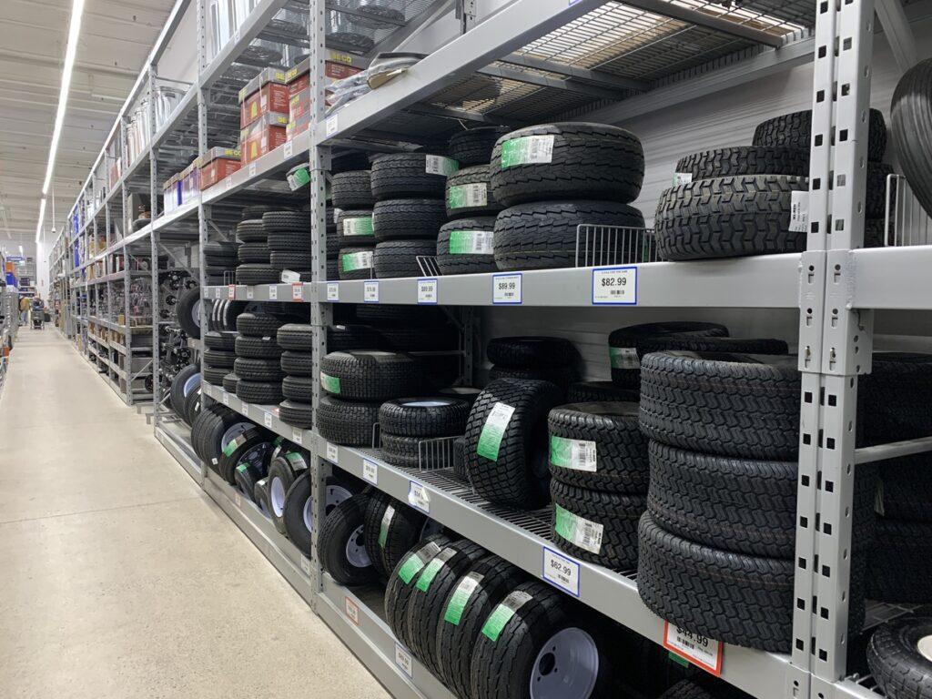 Princess Autoトレーラーのタイヤ売り場