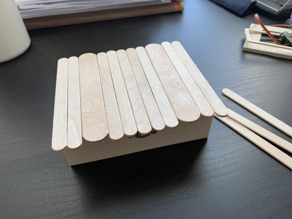 アイスの棒で蓋を作る