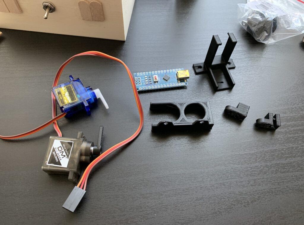 サーボモーター、基盤の取り付け部品を3Dプリンターで製作