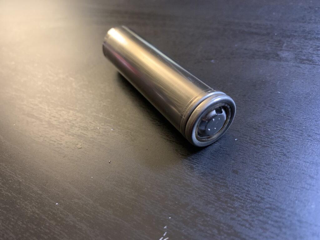 18650バッテリー皮むき