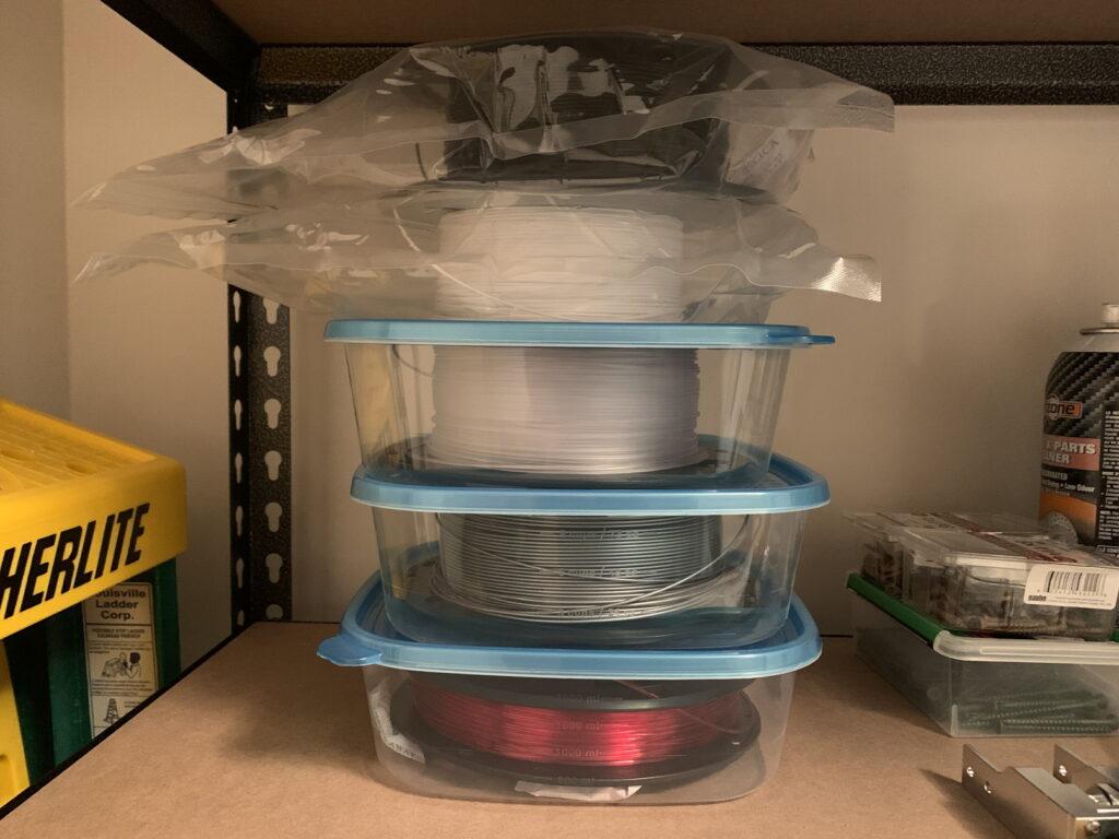 フィラメントはシリカゲルと一緒に密閉容器で保管